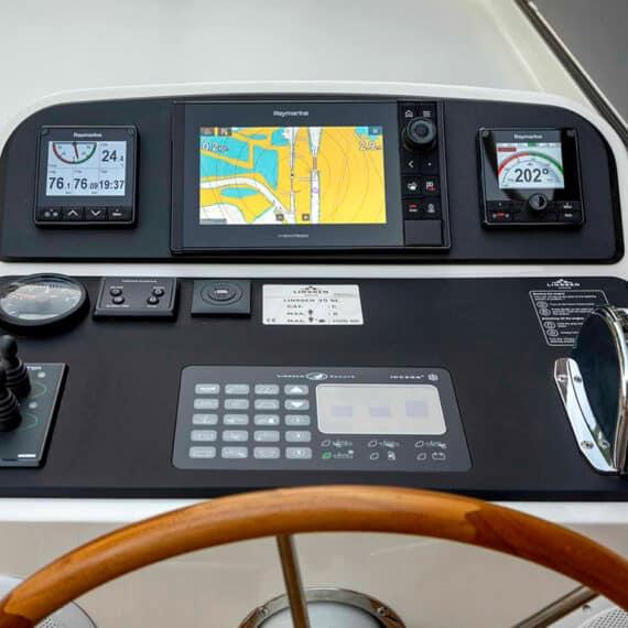 motorjacht Linssen 35 SL AC dashboard