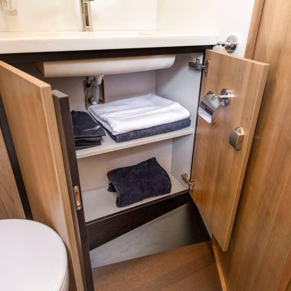 motorjacht Linssen 35 SL AC toilet kast